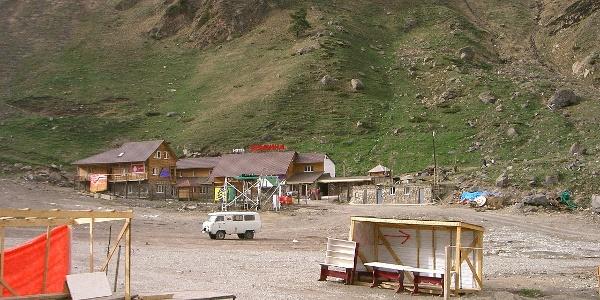 Dorfplatz von Azau - unsere Unterkunft bei der Kabinenseilbahn