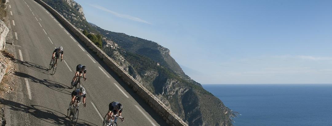 Descente du col d'Eze - cyclistes vélo route