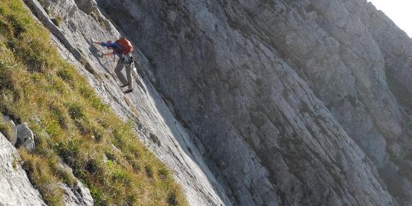 Steile Platte in der 2. SL (Schlüsselstelle)