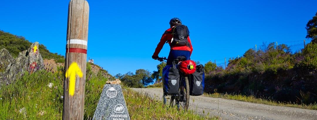 Radfahren entlang des Silberweges in Sierra Norte, Sevilla – Andalusien