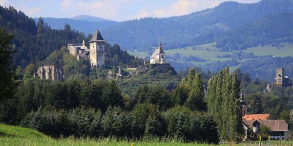 Blick auf die Burgen Friesachs