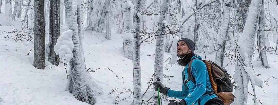 Luca Reginelli percorre l'itinerario con le ciaspole