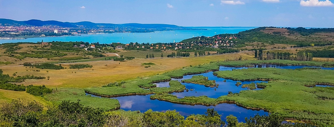 Kilátás az Őrtorony-kilátóból a Külső-tóra