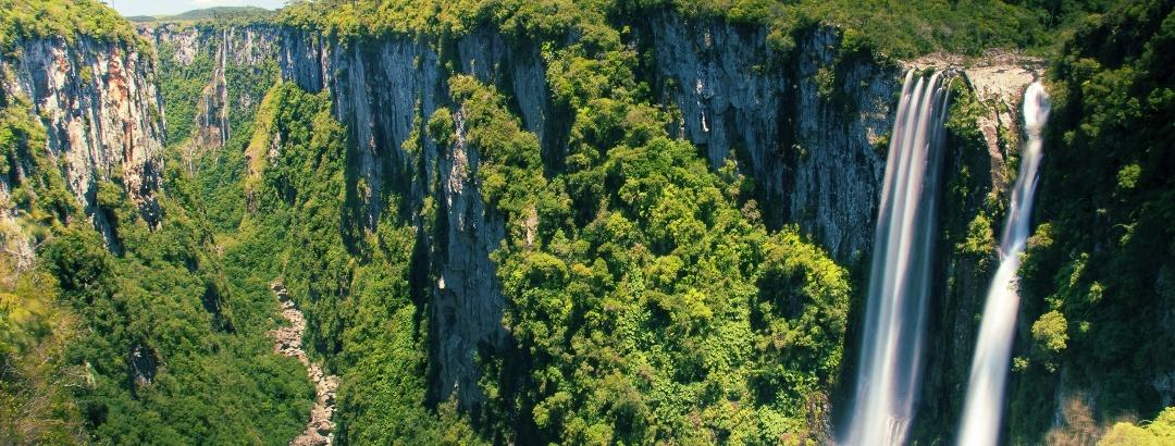 Cachoeira das Andorinhas no Parque Nacional de Aparados da Serra, Região Sul - Brasil