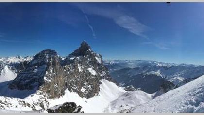 Blick vom vom Gipfel zu den Tribulaunen und in die Dolomiten