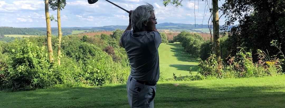 Golfen mit Ausblick auf dem Pyrmonter Golfplatz