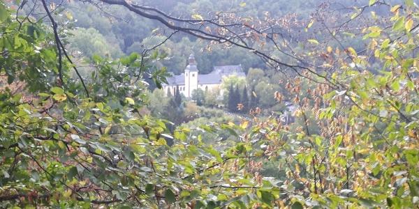Blick von der Oskarhöhe auf die Abtei Sayn