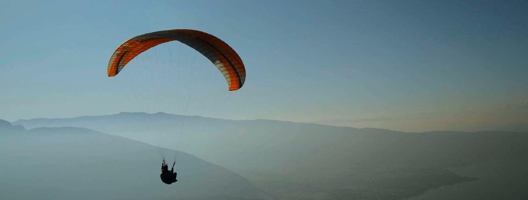 भारत वायु खेल प्रेमियों के बीच पैराग्लाइडिंग गतिविधियों का एक प्रसिद्ध अड्डा है।