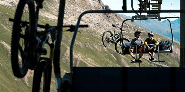 Biketransport auf dem Sessellift