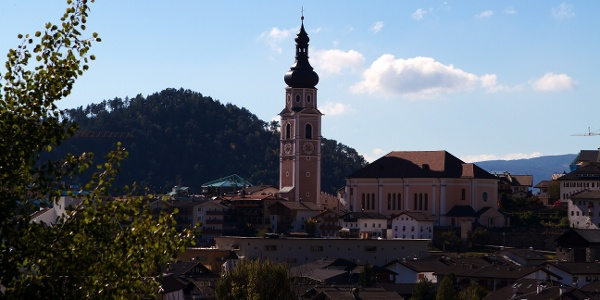 The tour starts in the known village of Castelrotto.