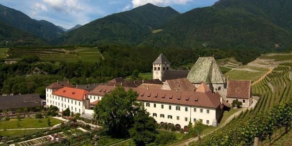 Beim Kloster Neustift teilt sich der Jakobsweg zum Brenner und quer durch ganz Südtirol bis ins Münstertal.