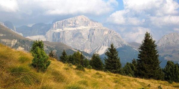 Die Mountainbiketour von Canazei durch das Duron- und Donatal besticht mit der einzigartigen Landschaft.