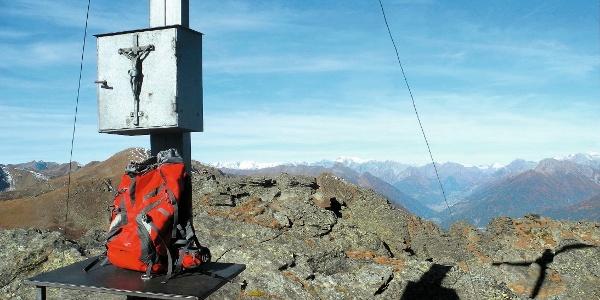 Am Gipfelkreuz des Bösen Weibele