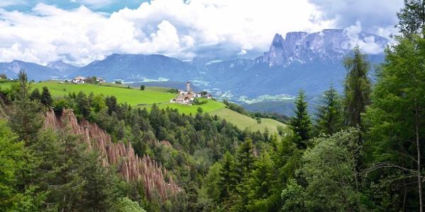 Das Rittner Sonnenplateau ist weit über Südtirol hinaus für seine schönen, hoch geformten Erdpyramiden bekannt