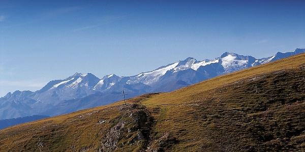 Die MTB-Tour führt von Oberwielenbach hinauf zur Gönneralm, am Fuße des Hochnall, oberhalb von Percha.