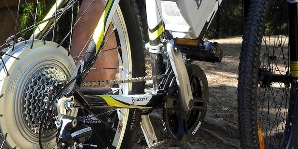 Dank Motorenhilfe kann man den sonnenexponierten Aufstieg zum Monte Brione auch an heißen Sommertagen bewältigen.
