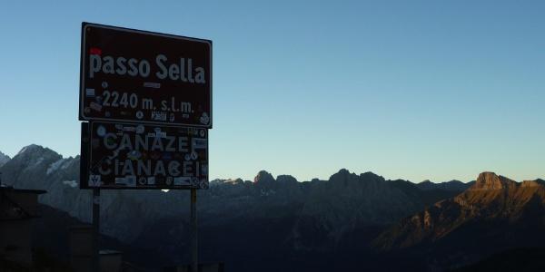 Die Dolomitenrunde führt über den Campolongopass, über das Pordoi- und das Sella Joch.