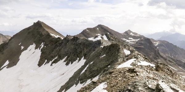 Der Gipfelgrat zwischen Schildspitze (im Bild) und Plattenspitz