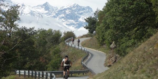 Die steile Straße nach St. Martin in Kofel und in Richtung Annabergböden.