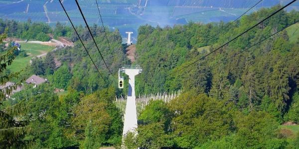 Mit der kleinen Seilbahn geht es von Burgstall hoch bis Vöran