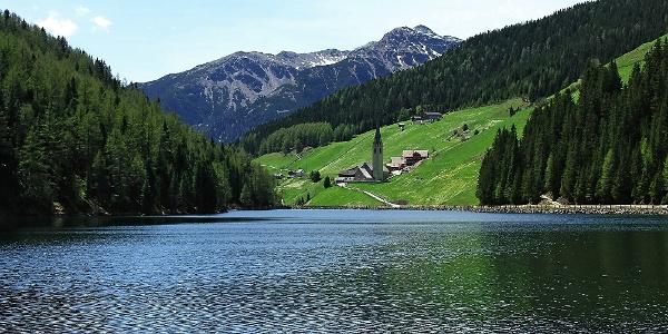 Der Durnholzer See mit seinem namengebenden Weiler