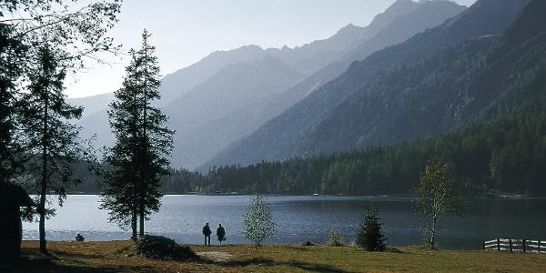 Der Antholzer See in nächster Nähe zum bekannten Biathlonzentrum.