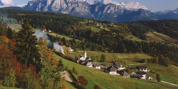 Oberinn am Ritten mit Panormablick auf Schlern und Rosengarten