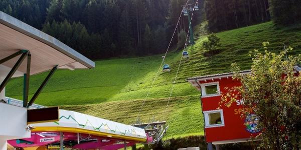 Mit der Kabinenbahn Klausberg hinauf.