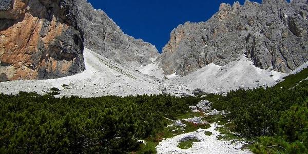 Die Wanderung führt vom Innerfeldtal hoch in alpines Gelände zum Birkenschartl.