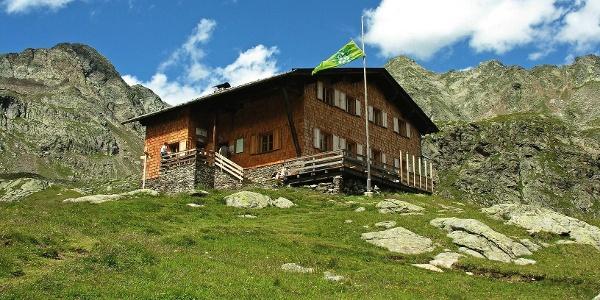 Vorbei an der Tiefrastenhütte geht es auf die Hochgrubbachspitze im Pustertal.