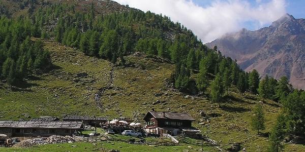 The mountain inn Fiechtalm lies high over Santa Gertrude in Val d' Ultimo.