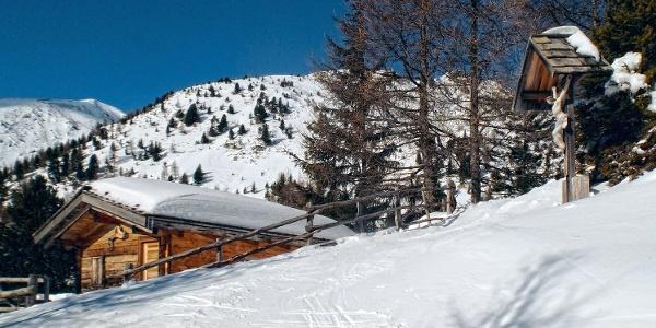 Skitour durch idyllische Winterlandschaften auf den Gipfel der Bärentaler Spitze