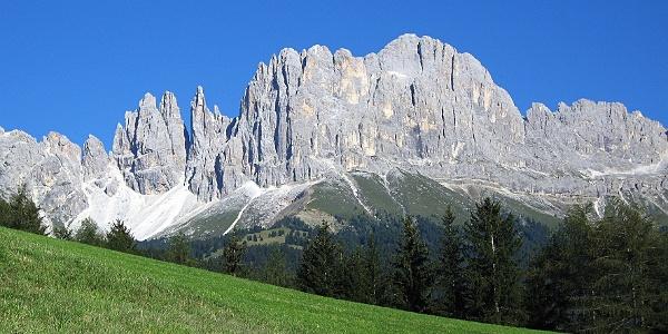 """Am Beispiel des Rosengarten erkennt man, warum die Dolomiten als die """"Bleichen Berge"""" bezeichnet werden."""