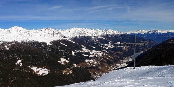 Blick vom Breitbühel ins Ultental und zum Zoggler Stausee