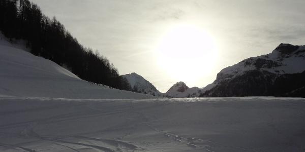 Start der Skitour mit Blick Richtung Bachertal und Rieserferner