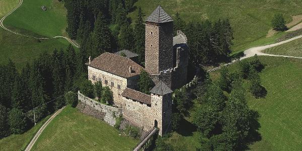 Die Tour startet oberhalb von Schloss Reinegg in Sarnthein.