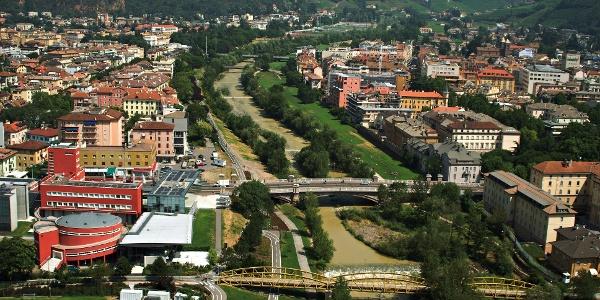 Bei der Eurak (rotes Gebäude links unten) wird gestartet
