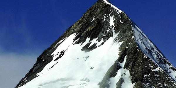 Il ripido percorso di montagna verso Gran Zebrù