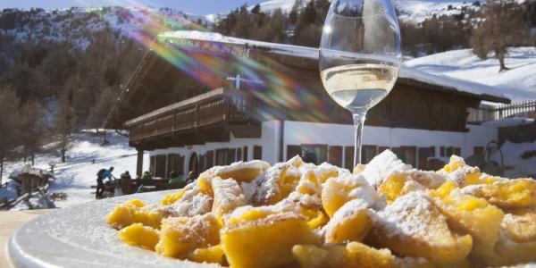 Kulinarischer Hochgenuss und ein atemberaubendes Panorama erwarten euch auf der Rescher Alm.