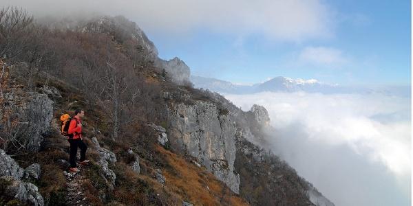 Über den Nebeln: am Weg zum Gipfel der Rocchetta. Am Horizont die Brentazinnen