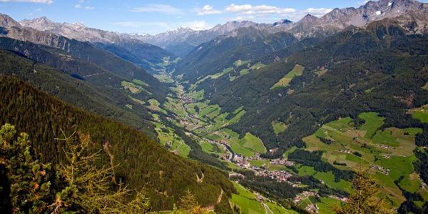 Von Gais der Ahr entlang nach Uttenheim und auf dem Radweg weiter bis Mühlen in Taufers.