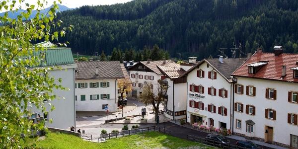 Die kurze und einfache Wanderung führt von Gossensass zur Heilwasserquelle am Redwitzplatz.