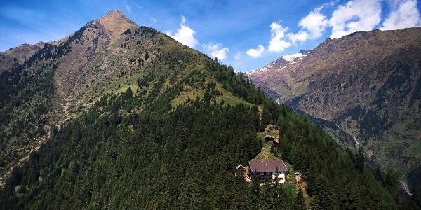 Die 13. Etappe des Tiroler Höhenweges führt unterhalb der Mutspitze vorbei.