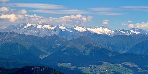 Der Gitschberg mit Meransen an seinem Fuße.