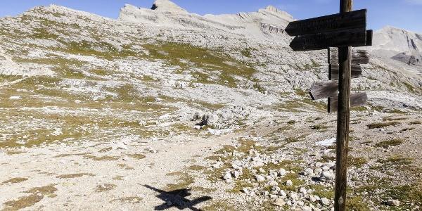 Von der Kreuzkofelscharte über den Kamm leicht ansteigend nordwärts.