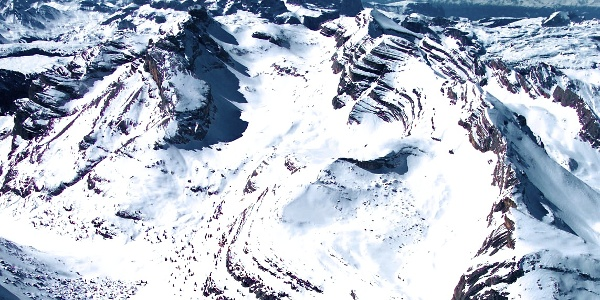 Ascend through the valley and than up at the right side to the Piz de la Varela mountain.