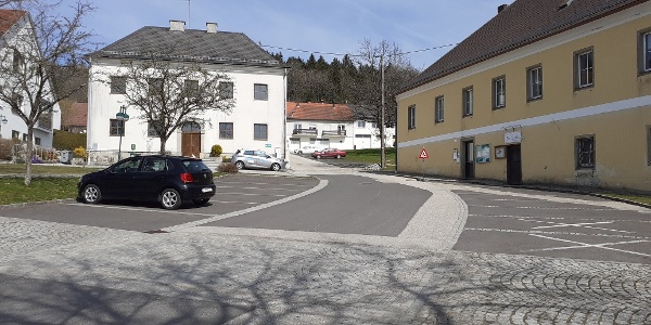Start am Ortsplatz Eidenberg