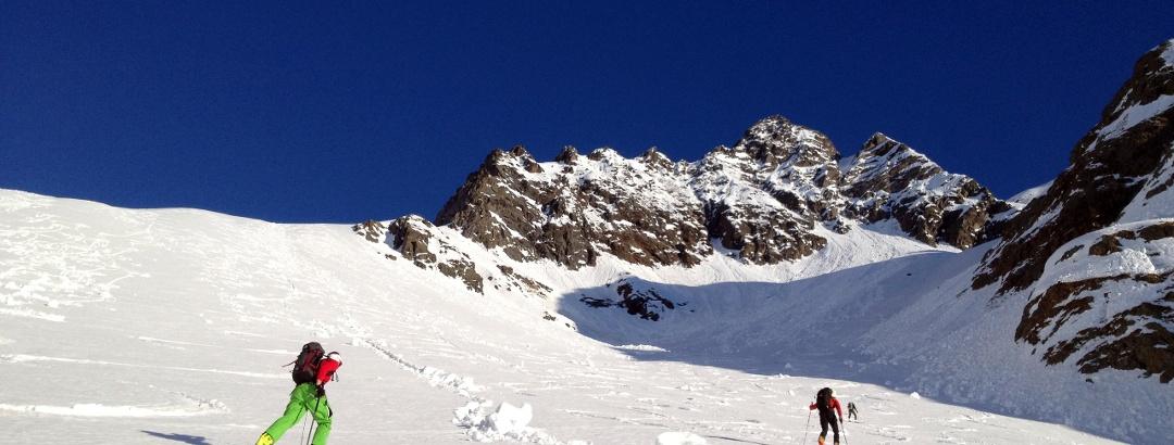 Im flachen Bereich vor der steilen Rinne zum Gipfel.