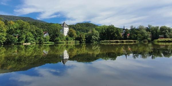 Weiher in St. Jakob am Thurn mit Schlosstum und Wallfahrtskirche