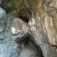 A Pes-kő barlang
